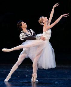 Isabella Boylston & Herman Cornejo perform the Giselle pas de deux at the…