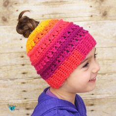 The Criss Cross Messy Bun Beanie has all the same texture as the original Criss Cross Beanie, but with a convenient space at the top for your hair! Beanie Pattern Free, Crochet Beanie Pattern, Crochet Patterns, Crochet Hats, Hat Patterns, Free Pattern, Crochet Ideas, Crochet Projects, Crochet Headbands