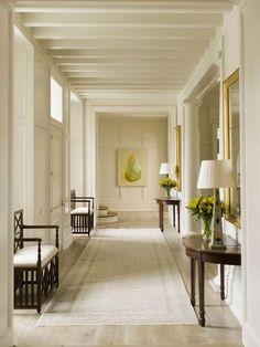 家の玄関は訪れた人が最初に目にする場所です。その家の顔とも言える玄関をおしゃれにしたいなら、海外のエントランスホールを参考にしてみましょう。ハイセンスなエントランスが沢山あります。