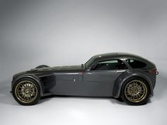 Donkervoort This looks like a Lotus/Caterham 7 with faired wheels and a hardtop roof. Probably a little heavier, but marginally more comfortable and likely a higher top speed. Lamborghini, Bugatti, Ferrari, Bmw, Audi, Luxury Sports Cars, Sport Cars, Luxury Auto, Dream Cars