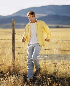Brad Pitt Pictures and Photos Leonardo Dicaprio, Bard Pitt, Brad Pitt Pictures, Tyler Durden, Hot Actors, Backstreet Boys, Fine Men, Chris Hemsworth, Johnny Depp
