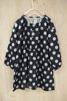 This blouse is not great in polkadots, but plain, it sure has some potential! A4 PDF format, small size, but re-do-able! :)