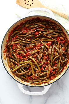 Green beans in tomato sauce, Lebanese recipe Vegetable Recipes Easy Healthy, Healthy Recipes On A Budget, Quick Healthy Meals, Healthy Breakfast Recipes, Clean Eating Recipes, Veggie Recipes, Healthy Dinner Recipes, Vegetarian Recipes, Vegetarian Dish