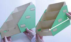 写真左は納品時の畳んだ状態のワンタッチ什器です。写真右は両端を持って内側に力を加え、什器を立ちあげています。