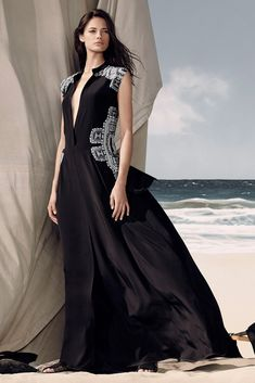 See the complete BCBG Max Azria Resort 2015 collection.