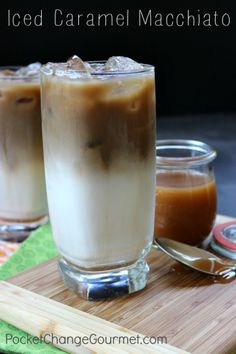 Macchiato Iced Caramel Macchiato for when one of my good friends come over (who loves these!)Iced Caramel Macchiato for when one of my good friends come over (who loves these! Frappuccino, Iced Caramel Macchiato Recipe, Homemade Iced Coffee, Iced Coffee Recipes, Ninja Coffee Bar Recipes, Healthy Iced Coffee, Easy Coffee, Starbucks Recipes, Keurig Recipes