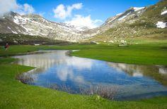 Découvrez les fameux Pozzi avec Stéphane au cours d'une randonnée unique et accessible à tous. Ancien lac glaciaire le vallon des pozzines s'est peu à peu recouvert d'une épaisse couche de pelouse sauvage...