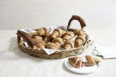 Horn med ost og skinke Wicker Baskets, Baking, Home Decor, Decoration Home, Room Decor, Bakken, Bread, Backen, Woven Baskets