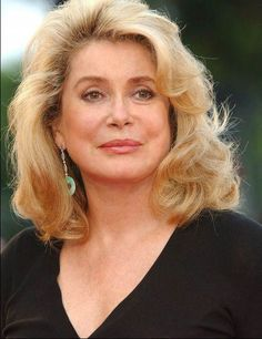 Catherine Deneuve in Is she married or dating a new boyfriend? Does Catherine Deneuve have tattoos? Catherine Deneuve, Christian Vadim, Mommy Hairstyles, Ageless Beauty, French Actress, Elizabeth Taylor, Layered Hair, Silver Hair, Vintage Beauty