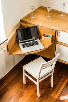 A great attachment for an art desk that doubles as a computer desk #DIYfurniture