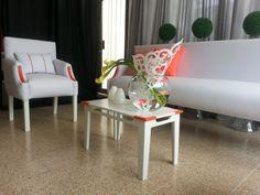 Nueva colección de sala Kartelle, ubica 6 personas en sitio, cuenta con 2 sofá individuales, un principal y su mesa de centro