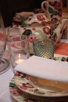 Emma Bridgewater Zinnia's lovely with green glass! www.byhedges.nl