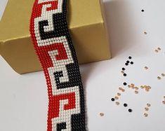 Red, black & white bead loom bracelet for everyday. Bead Loom Patterns, Beaded Jewelry Patterns, Beading Patterns, Loom Bands, Bead Loom Bracelets, Beaded Bags, Bead Jewellery, Friendship Bracelet Patterns, Loom Beading