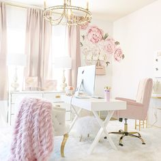 Turn your boring bland home office into a super-chic gorgeous workspace. Here are 39 ideas to inspire you. Turn your boring bland home office into a super-chic gorgeous workspace. Here are 39 ideas to inspire you. Chic Home, Office Inspiration, Home Office Space, Decor, Home, Interior, Pink Home Offices, Home Office Decor, Home Decor