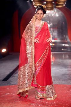 A A I N A #Desi Bride: Suneet Varma at Delhi #Couture Week http://www.suneetvarma.in/