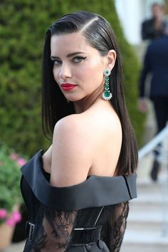 "theuniqueadrianalima: "" Adriana Lima at the amfAR Gala held at Hotel du Cap-Eden-Roc during the Cannes Film Festival, May 2019 "" Slick Hairstyles, Slicked Back Hair, Hairstyle Look, Hollywood Fashion, Wet Hair, Mannequins, Sensual, Hair Looks, Pretty Woman"