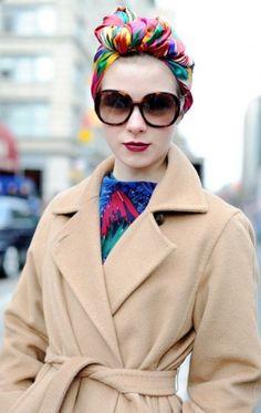 Turbante per l'inverno con foulard colorato
