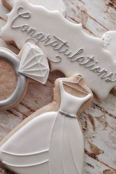 Why do we like wedding dress cakes? Check spectacular cake designs out here. Choose wedding dress cake for bridal shower from our collection! Fancy Cookies, Iced Cookies, Cute Cookies, Royal Icing Cookies, Cupcake Cookies, Cupcakes, Sugar Cookies, Owl Cookies, Wedding Dress Cookies