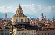 In Piazza Castello si trova una delle chiese più belle di Torino: la Real Chiesa di San Lorenzo. L'edificio religioso fu fatto costruire dai Savoia...