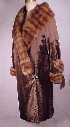 Movie Worn by Julianna Margulies Cut Velvet, Wool, Fur Evening Coat 20s Fashion, Art Deco Fashion, Vintage Fashion, Vintage Wear, Vintage Dresses, Vintage Outfits, 1920s Clothes, 1920s Costume, 1920s Outfits