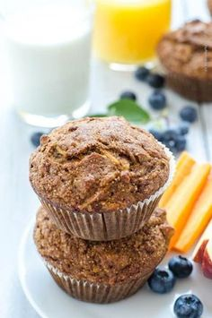 zdravé muffiny (s mrkví, jablky, ořechy a rozinkami) My Fitness Pal, Health Fitness, Apple Health, Valspar, Smoothies, Cake Recipes, Muffins, Food And Drink, Healthy Recipes