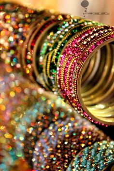 All the beautiful things of the world Indian Accessories, Jewelry Accessories, Jewelry Design, Bangle Set, Bangle Bracelets, Bridal Bangles, Bollywood Jewelry, Indian Jewelry, Indian Bangles