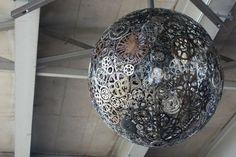 Dekorativer Kronleuchter aus alten Fahrradteilen