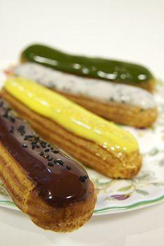 Eclair, Sadaharu Aoki 新宿 by yuichi. French Desserts, Great Desserts, Dessert Recipes, Profiteroles, Eclairs, Croquembouche, Vol Au Vent, Bakery Style Cake, Cannoli Cream