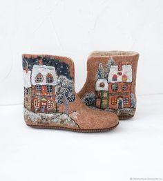 Wool Shoes, Felt Shoes, Felt Christmas Decorations, Christmas Crafts, Nuno Felting, Needle Felting, Felted Slippers, How To Make Shoes, Felt Art
