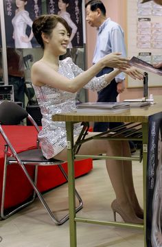 Sequin Dress, Strapless Dress, Japanese Girl, Asian Beauty, Sequins, Gowns, Actresses, Legs, Cute