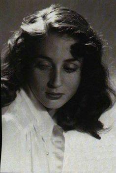 Elli Lambeti Famous Women, Famous People, Greek Model, Bay Area Figurative Movement, Greek Beauty, Black And White Face, Silent Film Stars, Beauty And Fashion, Greek Art
