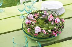 Floral table decoration idea for Easter Bloom, Serving Bowls, Glass Vase, Inspiration, Table Decorations, Spring, Tableware, Flowers, Christmas
