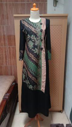 Batik Fashion, Hijab Fashion, Fashion Dresses, Dress Brokat Modern, Islamic Fashion, Batik Dress, Traditional Fashion, High Neck Dress, Womens Fashion