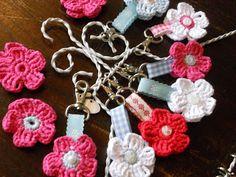 35 New Ideas crochet keychain flower key fobs Love Crochet, Crochet Gifts, Diy Crochet, Crochet Flower Patterns, Crochet Flowers, Crochet Hair Accessories, Crochet Keychain, Key Fobs, Yarn Crafts