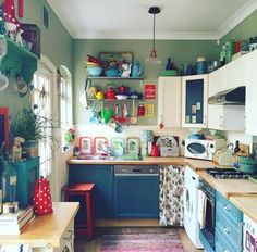 I love a colorfully-decorated kitchen. It gives an older, smaller, kitchen so much charm. lisalovesvintage.com