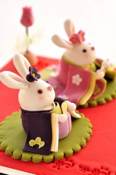 Photo Press「[new] お菓子のお雛様」 Japanese Food Art, Japanese Sweets, Food Design, E Design, Cute Food, Yummy Food, Japanese Wagashi, Edible Food, Cute Desserts