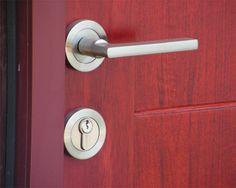 Tips Memilih Pintu Rumah.  Pintu adalah sebuah elemen yang penting pada sebuah rumah, maka dari itu pintu memiliki peran sebagai sebuah penghubung dan pemisah antara ruangan yang ada di dalam rumah, selain itu juga sebagai penghubung antara kondisi yang ada di dalam rumah dengan kondisi di luar rumah. pintu bisa juga menambah nilai estetika sebuah rumah itu sendiri Link : http://blog.propertykita.com/arsitektur/tips-memilih-pintu-rumah/