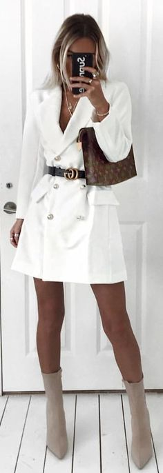 #winter #outfits white trench coat. Pic by @emilycocklin.