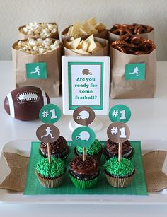 Free Football Party Printables for the Super Bowl! Time to grab your friends, pick up your favorite snackfoods and gather around the TV to watch some football!