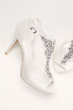 Graceful Elegant Wedding Shoe Inspiration https://bridalore.com/2017/08/14/elegant-wedding-shoe-inspiration/