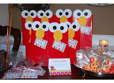 I've always loved Elmo. Wish I had seen this when my children were very young. Elmo party favors