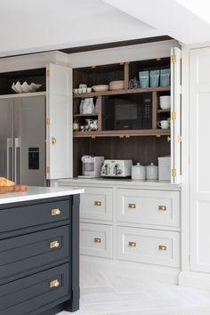Shaker Kitchen Doors, Modern Shaker Kitchen, Shaker Style Kitchens, Elegant Kitchens, Luxury Kitchens, Beautiful Kitchens, Home Kitchens, Open Plan Kitchen Living Room, Home Decor Kitchen