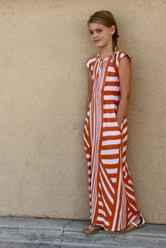 I love the use of the striped fabric on this dress. I would like one shorter for myself - DLGH maxi on mini
