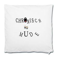 """Kissen mit lustiger Aufschrift """"Chronisch müde"""" mit gähnendem Mund und halb geschlossenen Augen mit Schlafzimmerblick"""