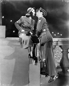 Vivien Leigh & Robert Taylor in Waterloo Bridge (1944)