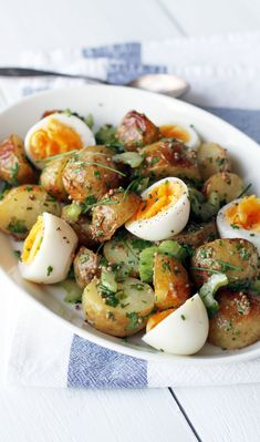 Nordic food Uusien perunoiden salaatti // Salad with New Potatoes & Mustard Dressing Food & Style Tiina Garvey Photo Tiina Garvey www. Wine Recipes, Salad Recipes, Cooking Recipes, Healthy Recipes, Scandinavian Food, Salty Foods, Le Diner, I Foods, Food Inspiration
