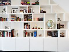 Bookshelves Decorating Ideas for Living Room Book Shelf Decorating Idea & Tip Bookshelves Decorating Ideas for Living Room. If you have bookshelves in your home, and lots of books, you've… Living Room Built Ins, Bookshelves In Living Room, Bookshelves Built In, Living Room Storage, Home Living Room, Billy Bookcases, Playroom Storage, Interior Design Living Room, Living Room Designs