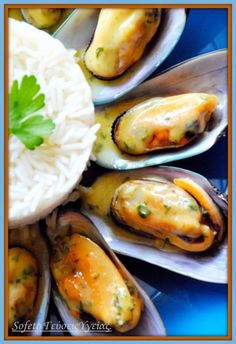 Mussels steamed in lemon sauce with saffron and basmati rice. Recipes for diabetics Sofeto Health Flavors. Greek Recipes, Fish Recipes, Seafood Recipes, Food Network Recipes, Food Processor Recipes, Diabetic Recipes, Cooking Recipes, The Kitchen Food Network, Mediterranean Diet Recipes