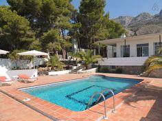 Regardez ce logement incroyable sur Airbnb : Altea la Vella, villa de charme - maisons à louer à Altea