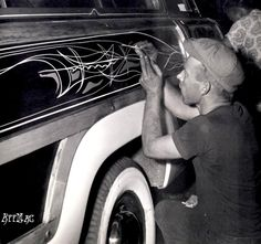 Von Dutch pinstriping the Barris Kustoms' 1950 Ford Woody. Photo by George Barris. Pinstriping, Hot Rods, Motos Vintage, Pinstripe Art, Living In Arizona, Von Dutch, Kustom Kulture, Lowbrow Art, Car Painting